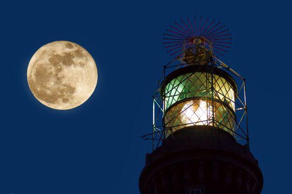 Pleine lune sur le Phare du Créac'h - Ouessant - Finistère