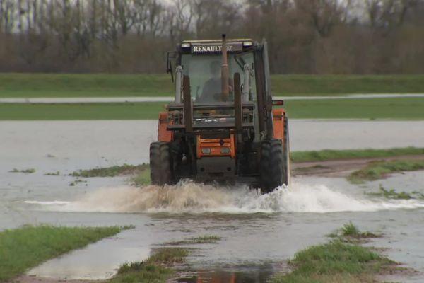 La digue agricole a cédé, l'eau a envahi les cultures