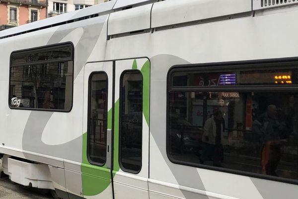 Les faits ont été filmés par les caméras de surveillance du tramway