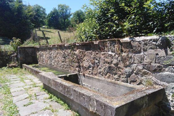 """L'association """"La pierre qui sonne"""" de Rochefort-Montagne propose de rénover des lavoirs et des fontaines de la commune."""