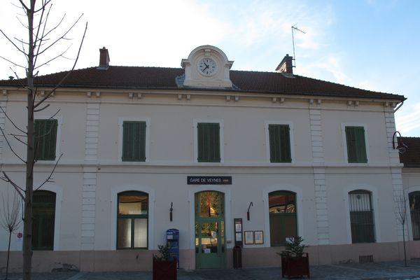 La SNCF prévoit de supprimer dès cet automne des postes d'agents aux guichets des gares de Pertuis, Digne les Bains, St Auban, Laragne et Veynes.