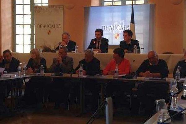 Beaucaire (Gard) - conseil municipal extraordinaire - 19 avril 2016.