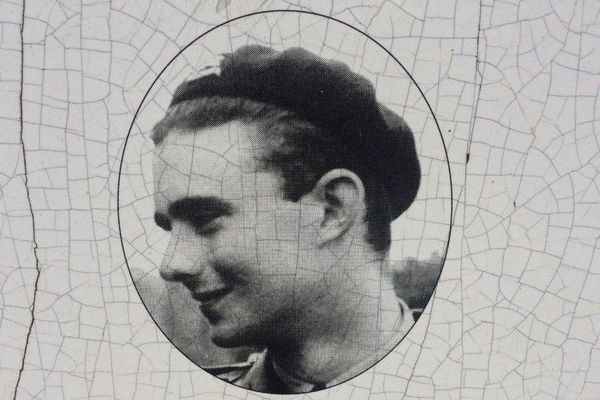L'aspirant Charles-Armand de Rougé, mort à 22 ans en tentant d'arrêter la progression des Allemands à Château-Thierry.