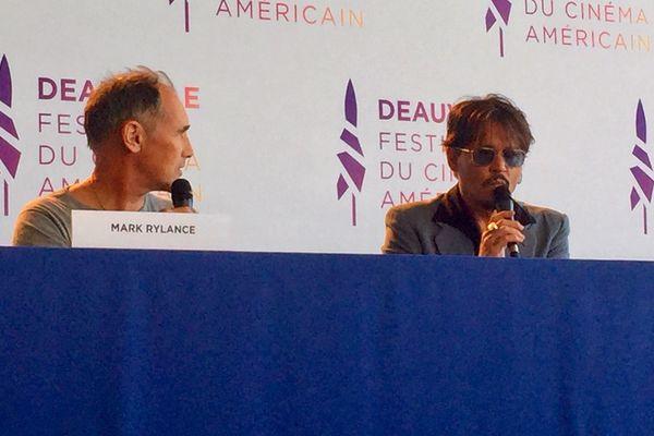 """Johnny Depp et Mark Rylance interprètent les personnages de """"Waiting for the barbarians"""""""