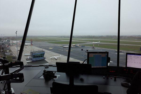 La tour de contrôle de l'aéroport d'Entzheim, situé au sud-est de Strasbourg.
