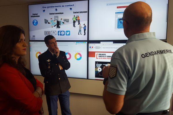 Marlène Schiappa rend visite à la brigade numérique de Rennes