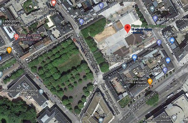 Sur cette capture d'écran de Google Maps, la place de la République avec des arbres sur sa partie ouest, des arbres qui ont désormais disparu.