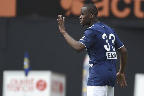 Issouf Sissokho célèbre son but au stade du Moustoir le 25 avril 2021.