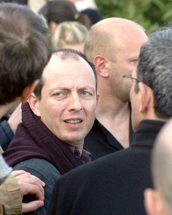 Paul-Félix Benedetti, entouré des militants du Rinnovu, au sortir de l'audition de la Sdat, à Lavasina en 2007.