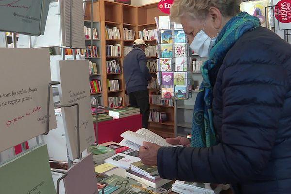 Mêmes masqués et respectueux des gestes barrière, les clients sont de retour dans les librairies indépendantes