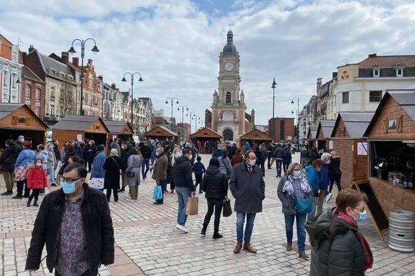 """Le """"village de la restauration"""" a démarré le 8 avril sur le parvis de la mairie à Lens et rencontre un vrai succès."""