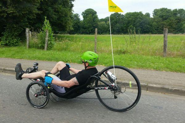 David, 43 ans, va franchir 7 cols des Alpes avec ce tricycle pendant huit jours.