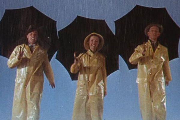 On se sentira un peu comme ça, à chanter sous la pluie ce week-end.