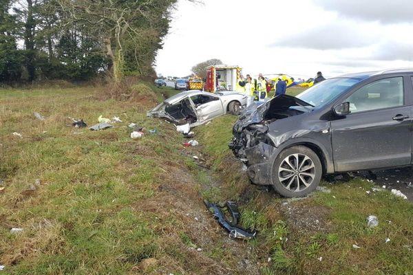 Choc terrible à Ploudaniel (Finistère) entre ces deux voitures, qui a causé la mort de trois enfants