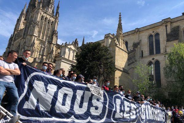 1500 supporters réunis Place Pey-Berland à Bordeaux samedi dernier. Ils attendent un repreneur pour les Girondins de Bordeaux