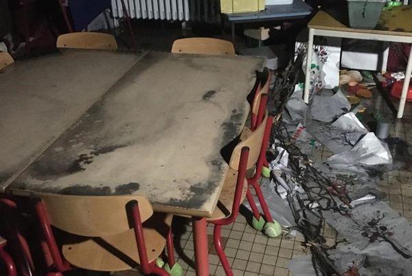 Une salle de classe de l'école Hachette de Lille en partie incendiée