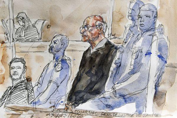 Joel Le Scouarnec, dans le box des accusés le 13 mars à Saintes, lors de l'ouverture du procès.