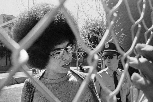 Angela Davis au tribunal de San José en 1972