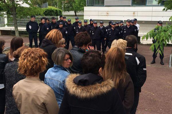 l'hommage des Bayonnais au policier tué le 20 avril