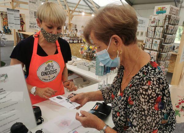 Dans le concept store d'artisans locaux Cocoon, les affaires se portent bien, malgré la baisse de fréquentation.