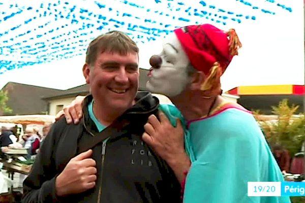 Le lâcher de clowns de St Cyprien : vous n'êtes pas au bout de vos surprises !