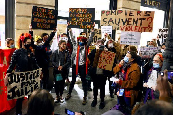 Les Femen, l'Alliance des Femmes, Osez le féminisme !, le Collectif National pour les Droits des Femmes… De nombreux collectifs féministes étaient présents sur place.