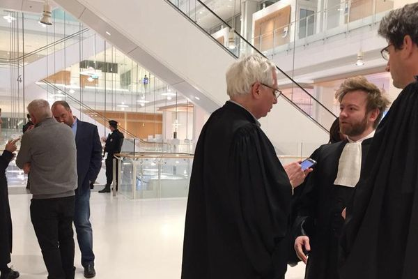 Jacques Poujol et Patrice Monguillon,  les anciens cadres de la société Spanghero à gauche de l'image interrogés par les juges au 3e jour du procès.