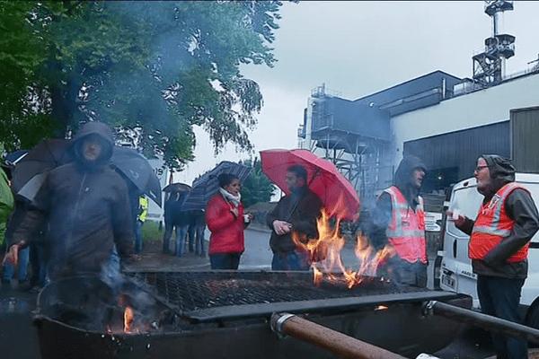 Piquet de grève devant l'usine d'incinération.