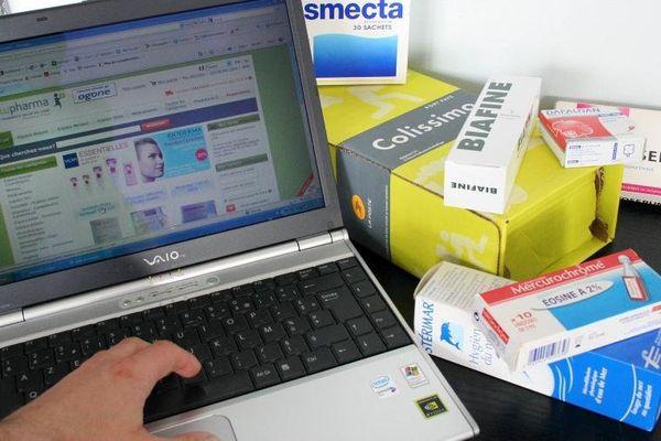 """Les pharmacies en ligne doivent être adossées à des établissements """"en dur"""" et sont répertoriées sur le site du ministère de la Santé."""