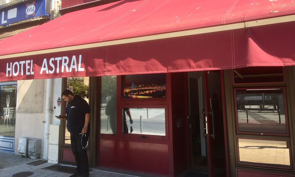 L'hôtel Astral, à Poitiers, où Youssef Maiza prépare des colis pour des personnes démunies pendant le confinement.