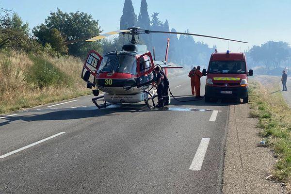 L'hélicoptère bombardier d'eau engagé dans la lutte contre l'incendie de Rochefort-du-Gard le 18 juillet 2021