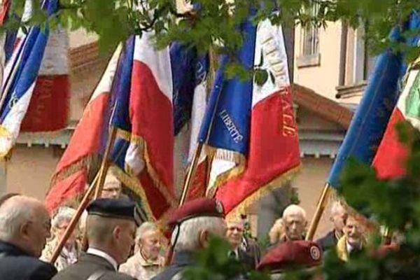 De nombreuses villes en Auvergne, comme ici au Puy-en-Velay, ont rendu hommage dimanche matin aux victimes et héros de la Déportation.