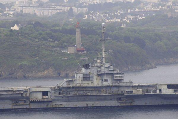 La plupart des bâtiments militaires construits avant 2 000 contenaient de l'amiante.