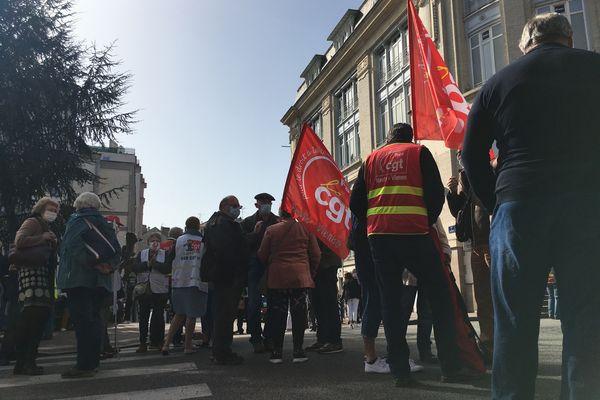 Plus de 150 manifestants rassemblés ce mercredi 31 mars 2021, devant la préfecture de la Haute-Vienne.
