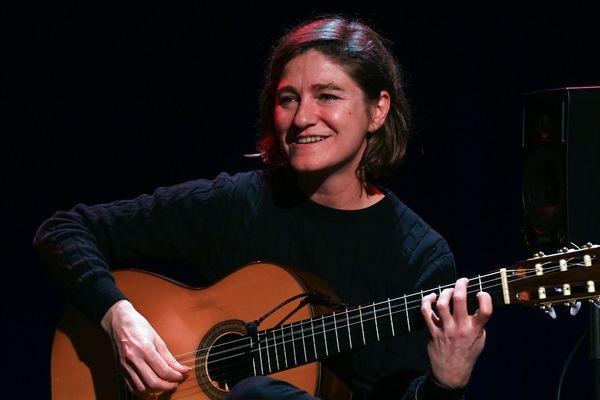 l'Andalouse Antonia Jiménez, l'une des rares femmes du monde très masculin de la guitare flamenca, était pour la première fois mercredi invitée en tant que soliste par le festival de flamenco de Nîmes, l'un des principaux rendez-vous de cette musique en France.