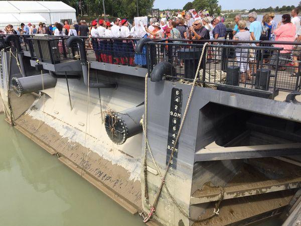 Le bateau-porte qui fuit devrait rapidement être réparé.