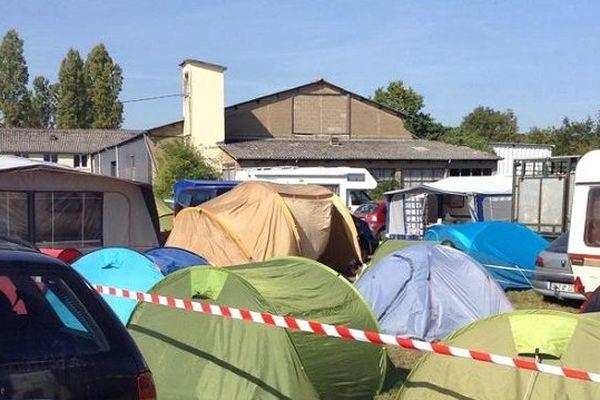 Les tentes et les caravanes se côtoient sur le camping qui accueille les éleveurs qui participent au SPACE.
