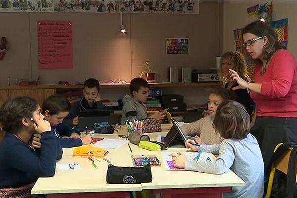 """A cause de la nouvelle carte scolaire, la Lozère risque de perdre deux de ses trois postes d'EMALA. Ces postes d'enseignants mobiles font partie d""""un dispositif d'aide aux territoires ruraux créé il y a 50 ans."""