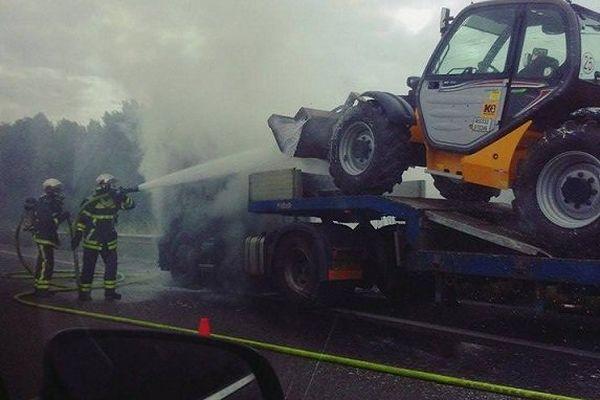Seul le tracteur a été atteint par les flammes.