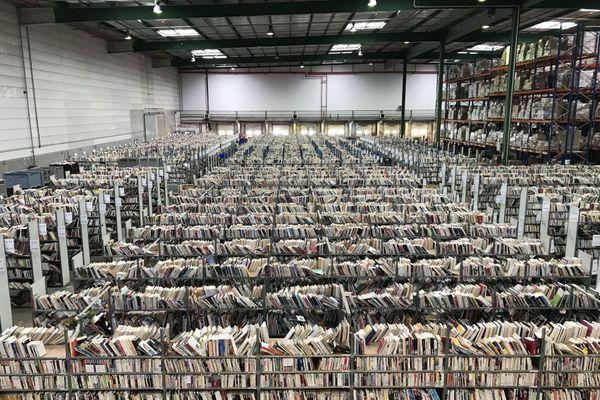 Un million de livres d'occasions sont stockés dans cet entrepôt.