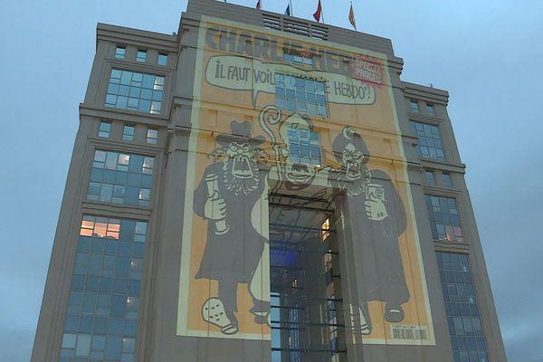 Les caricatures, ici projetées à Montpellier et Toulouse en hommage au professeur assassiné, au coeur de la polémique et du boycott turc.