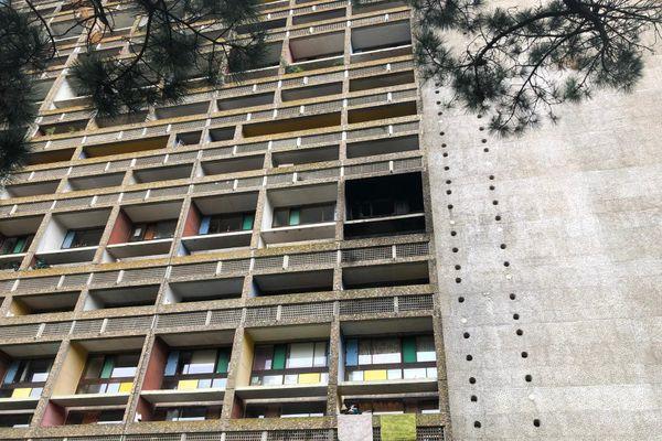 Le feu s'est déclaré dans un appartement du 3e étage de la Cité radieuse à Rezé, près de Nantes
