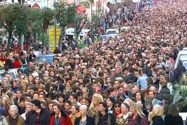 11 février 1998 : manifestation dans les rues d'Ajaccio pour protester contre la violence en Corse et en mémoire du préfet Claude Erignac.