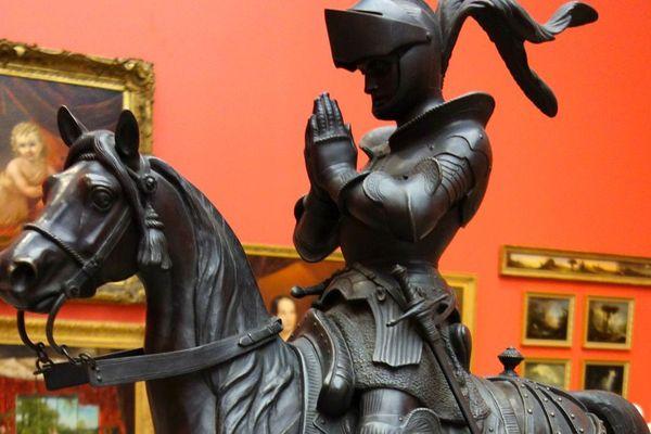 Une sculpture en bronze du chevalier Bayard réalisée en 1840.