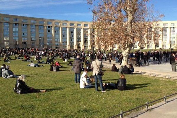 Montpellier - Place de l'Europe 14h, les premières personnes arrivent - 11 janvier 2015.