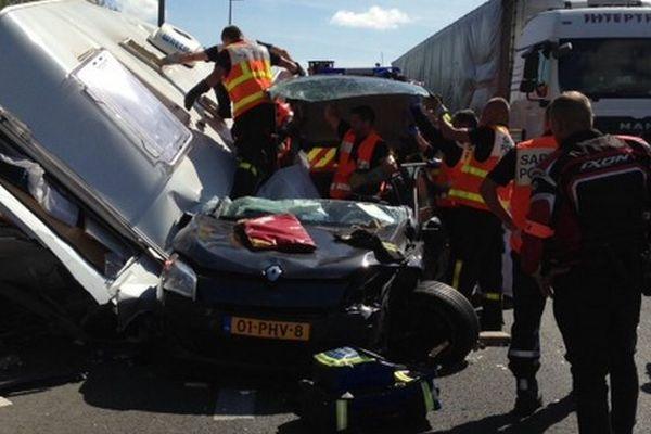Accident entre une caravane, un poids lourd et une voiture sur l'A1.
