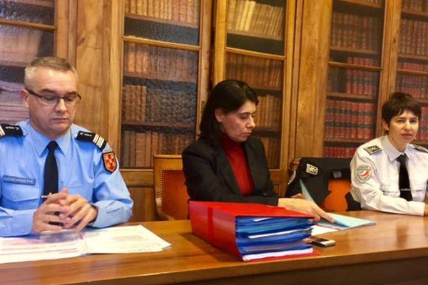 De gauche à droite : Ltd-colonel Olivier Bath, commandant de la gendarmerie des Deux-Sèvres ; Natacha Rateau, procureure de la République de Niort ; Céline Grassegger, cheffe de la Direction départementale de la Sécurité publique.