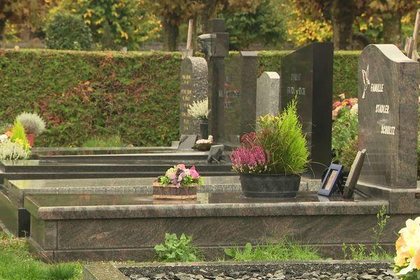 Enterrement ou crémation, cérémonie laïque ou religieuse, la mort est évidemment très personnelle. Il est en tout cas important de questionner notre rapport avec ce qui reste un mystère.