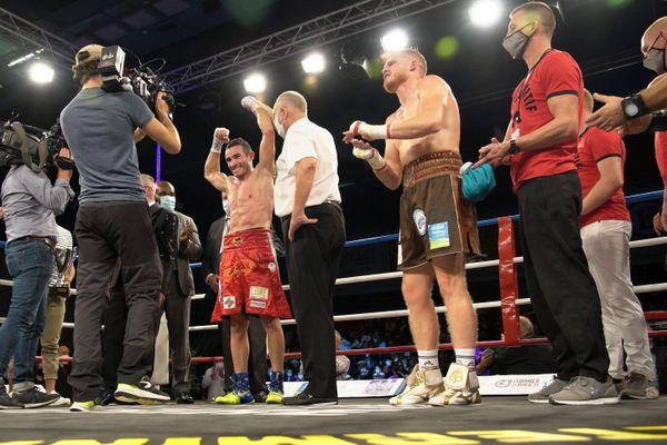 Matteo Signani conserve son titre européen des poids moyens grâce à sa victoire face au boxeur normand Maxime Beaussire.