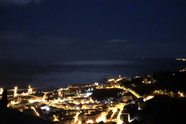 La ville de Bastia de nuit.